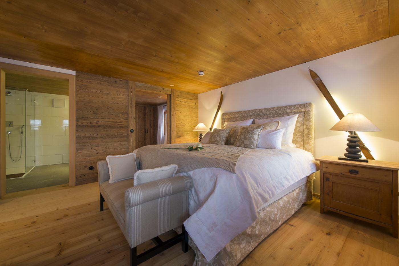 6chalet-1597-bedroom1-2