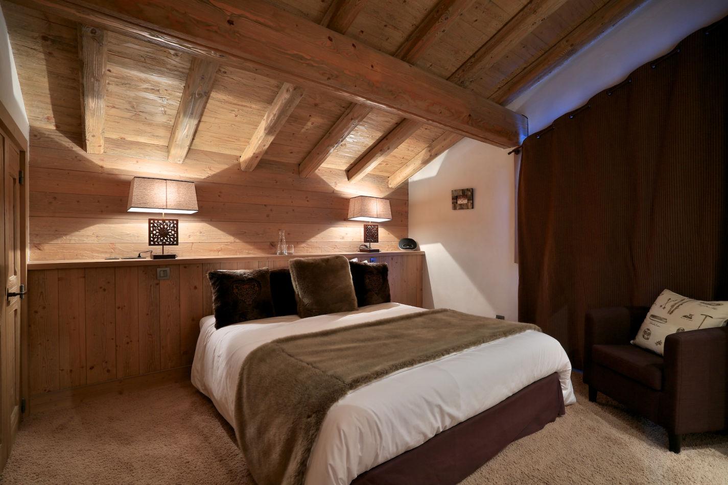 bedroom-2-in-evening-image-106