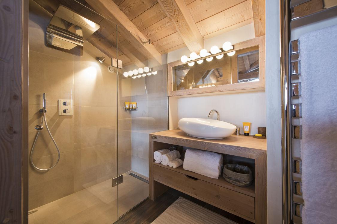 chalet-ambre-bathroom1-2