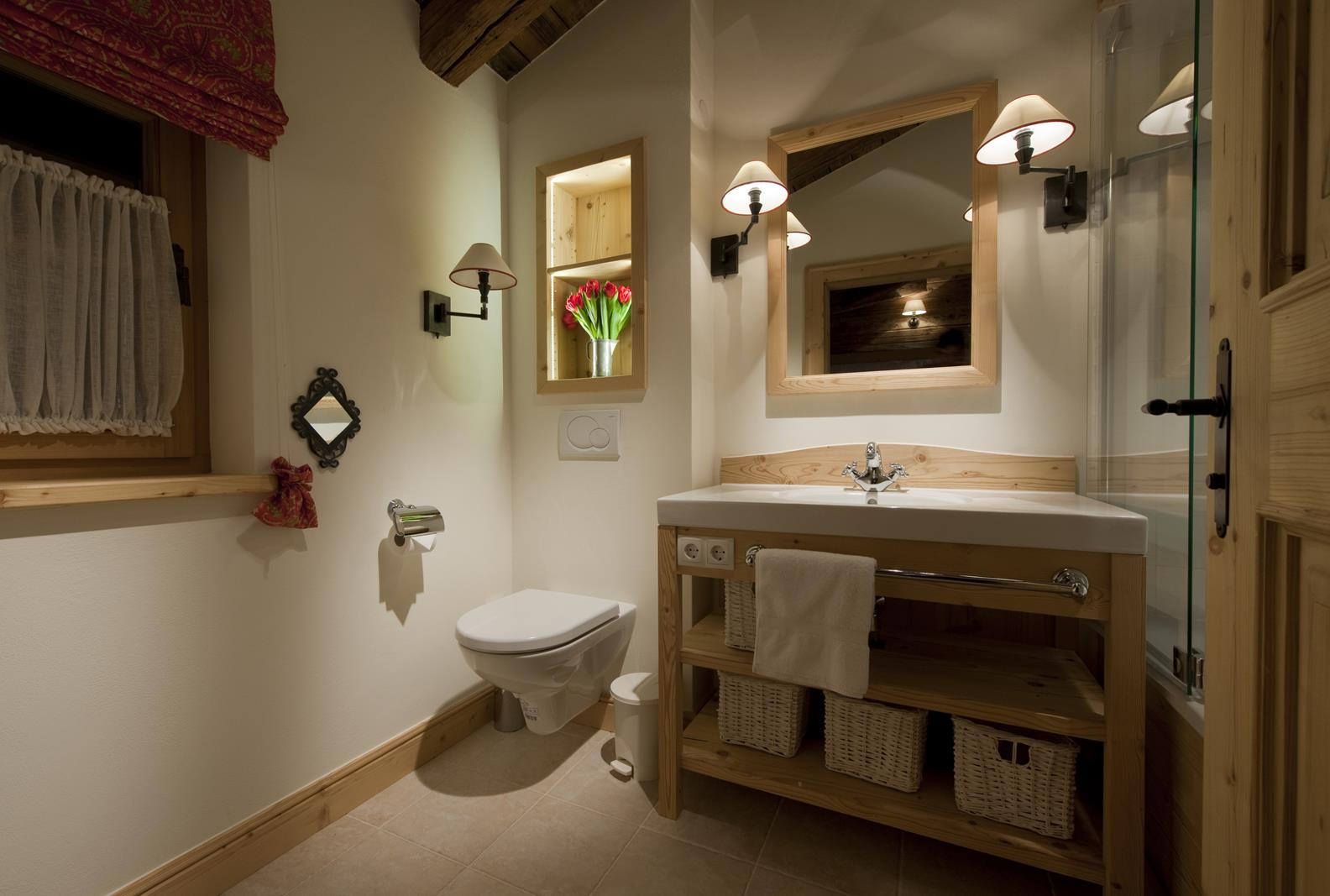 chalet-antoinette-bathroom2-2