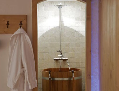 chalet-blanchot-shower-3