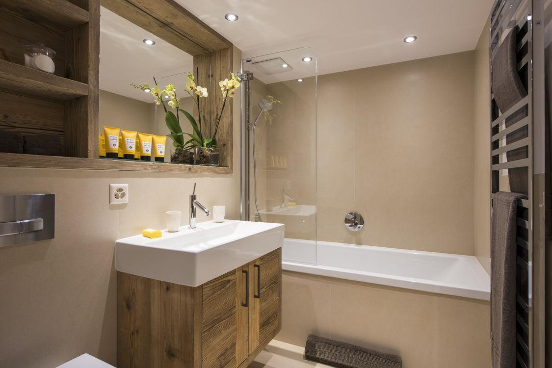 chalet-delormes-bathroom