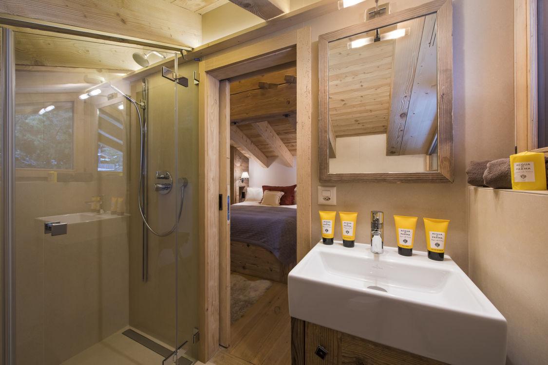 chalet-delormes-bathroom2
