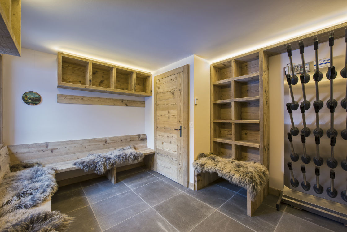 chalet-delormes-boot-room-2