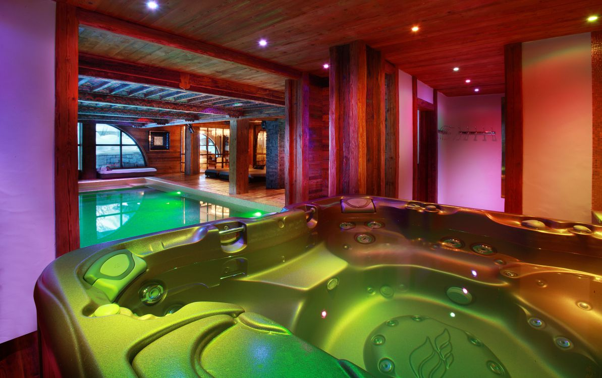 chalet-marco-polo-hot-tub-3