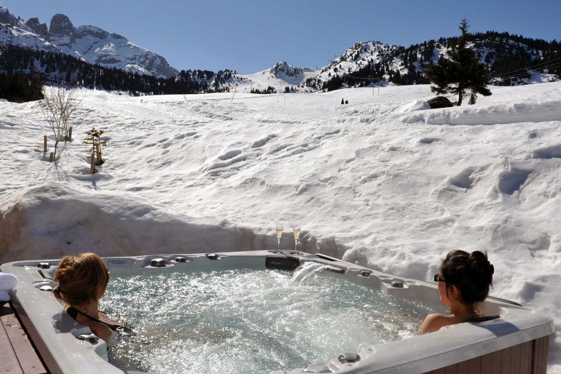 chalet-marmotte-hot-tub-4