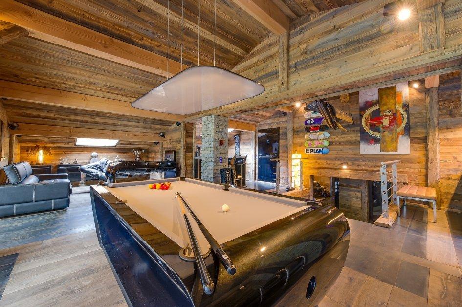 chalet-quezac-pool-table-2