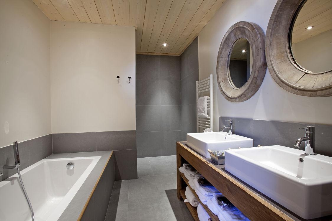 chalet-samarra-bathroom2-3