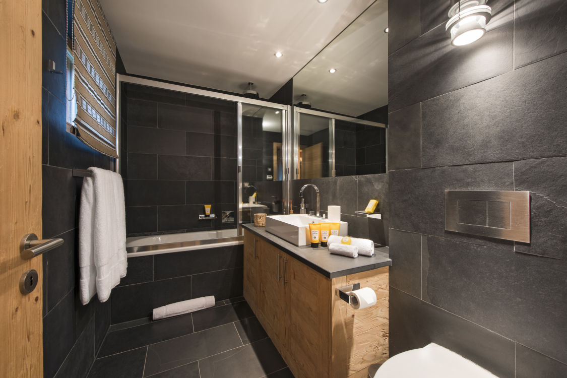 chalet-valentine-211-bathroom-2
