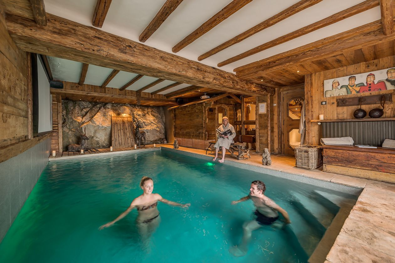 chalet-le-rocher-spa-pool-2