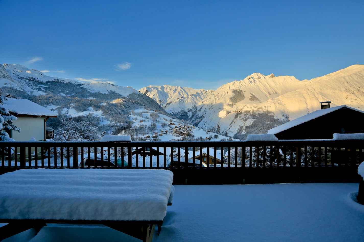 exterior-view-2-sunrise-at-chalet-cateline