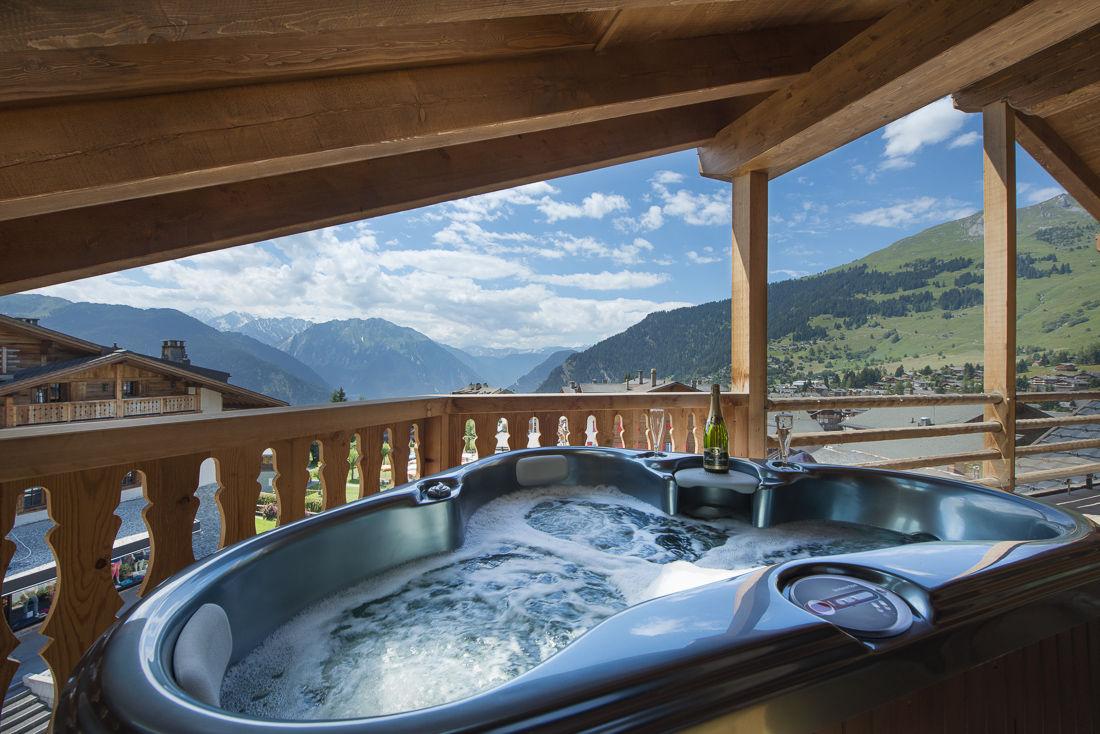 no-5-penthouse-hot-tub-2