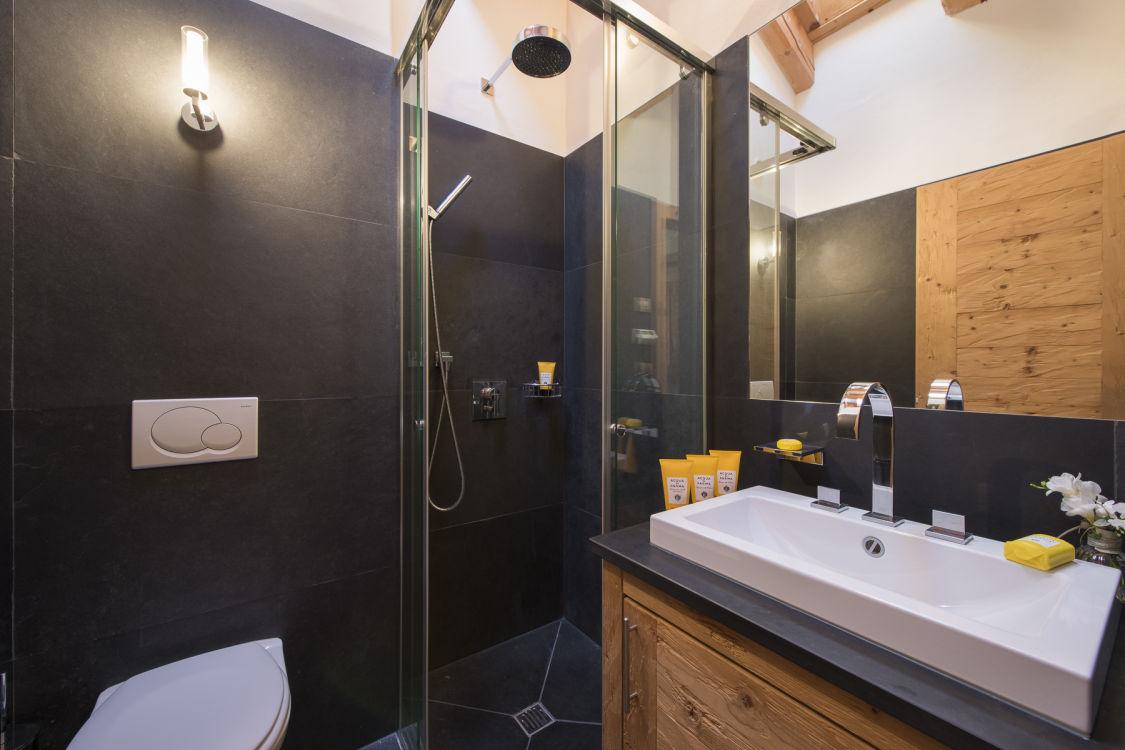 valentine-penthouse-shower-room-2