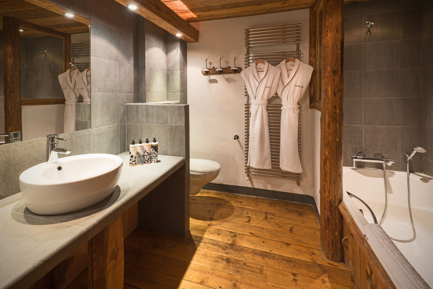 web_bathroom_twin_1