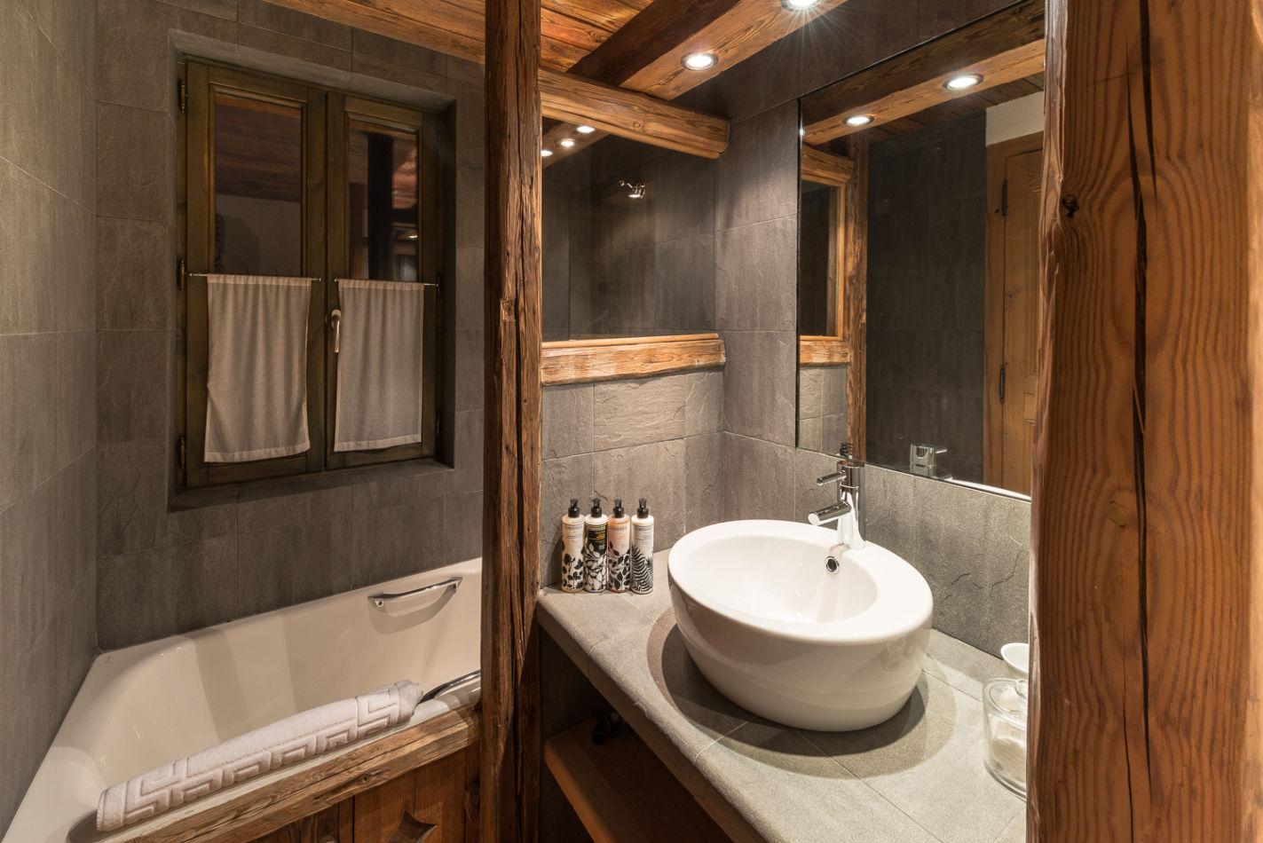 web_bathroom_twin_2