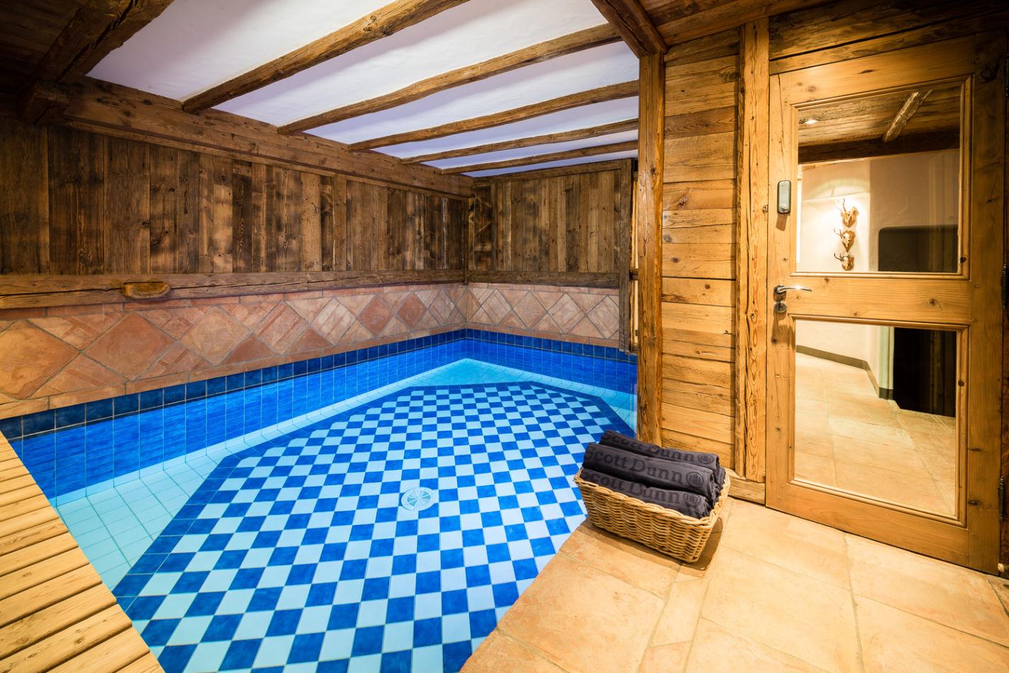 web_swimming_pool