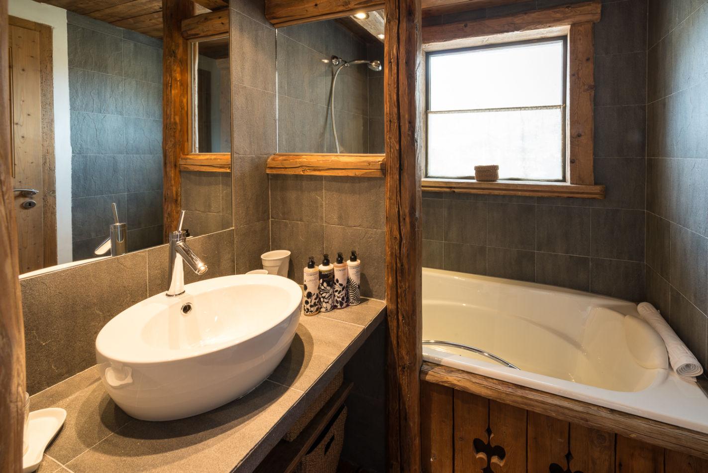 bathroom_twin_2
