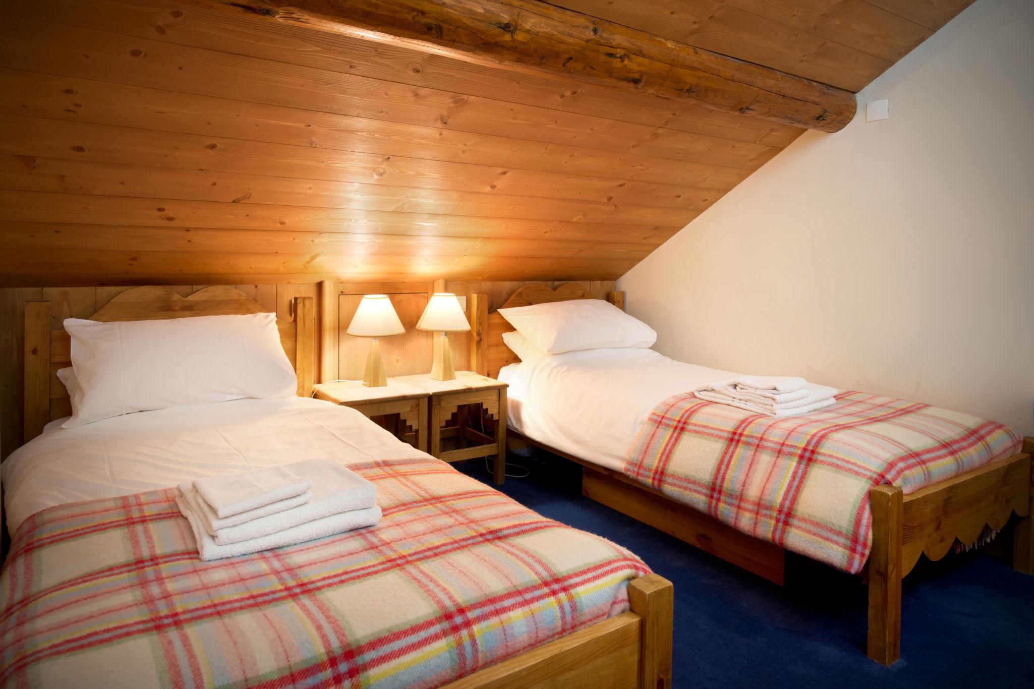 bedroom_twin_2-2