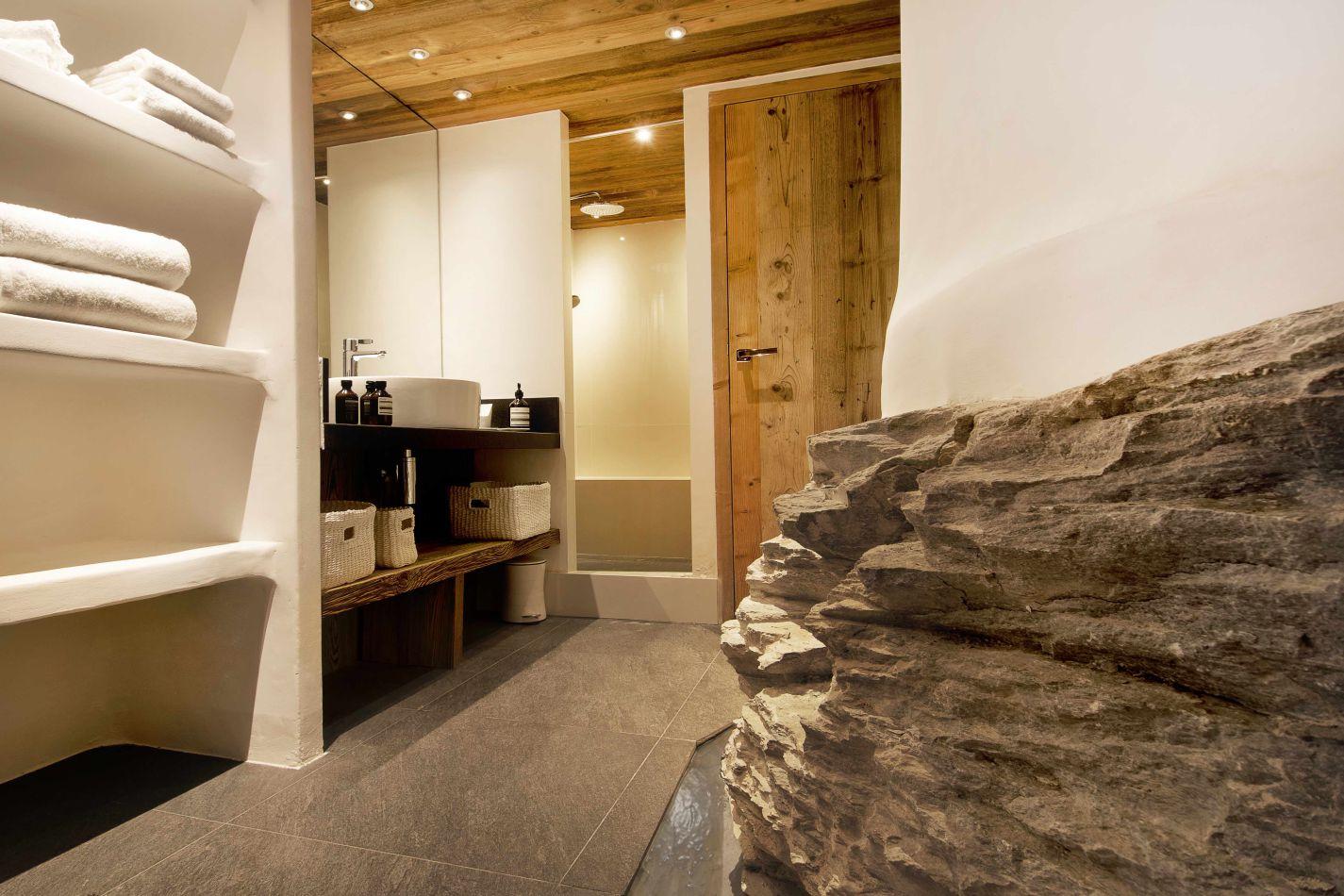 aj-vieux-pont-bathroom-4