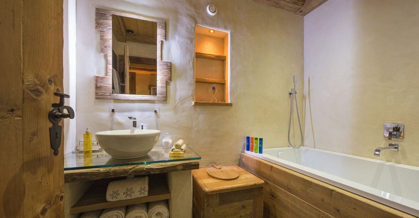 chalet-3-falcons-bathroom2