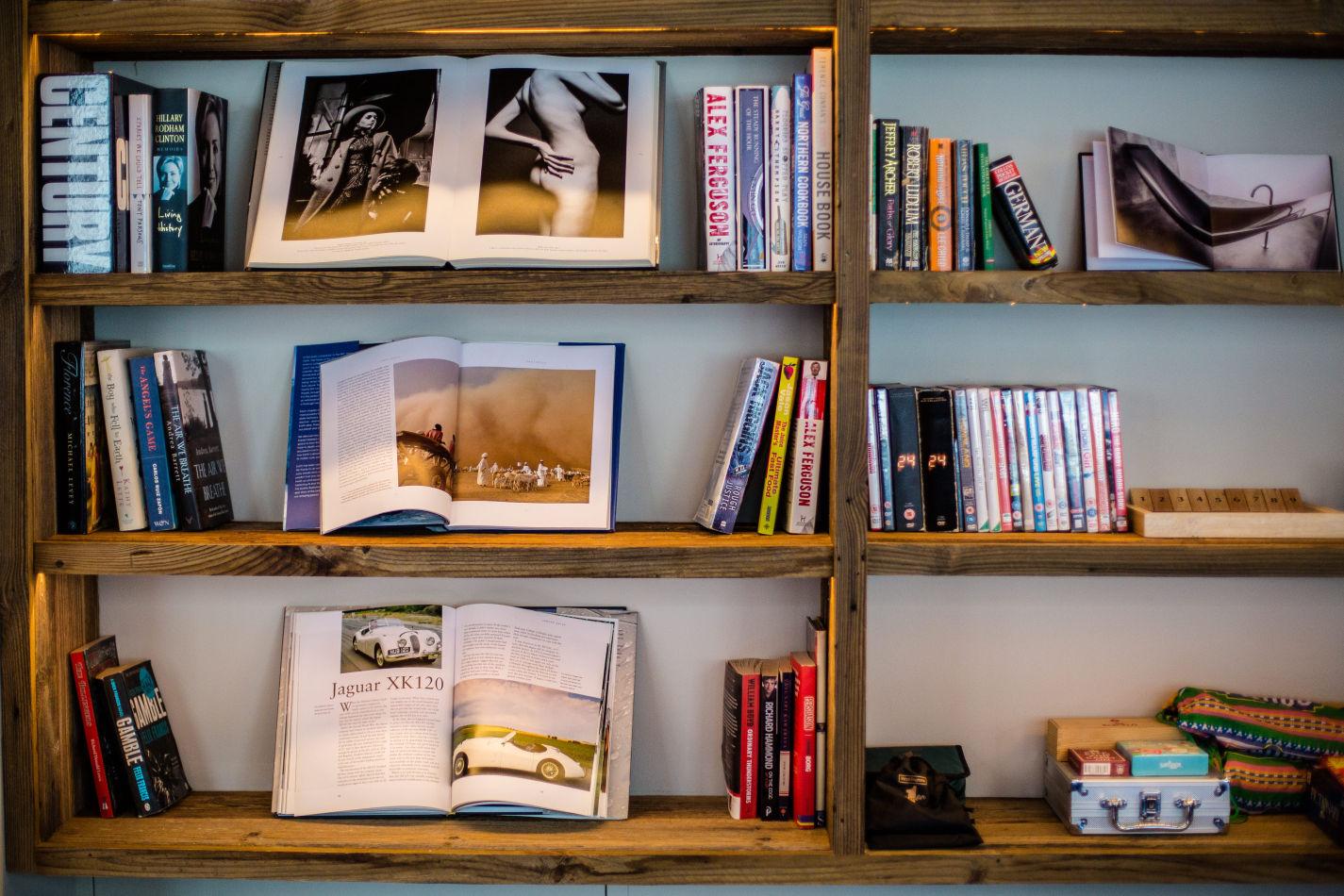 montfort-bookshelf