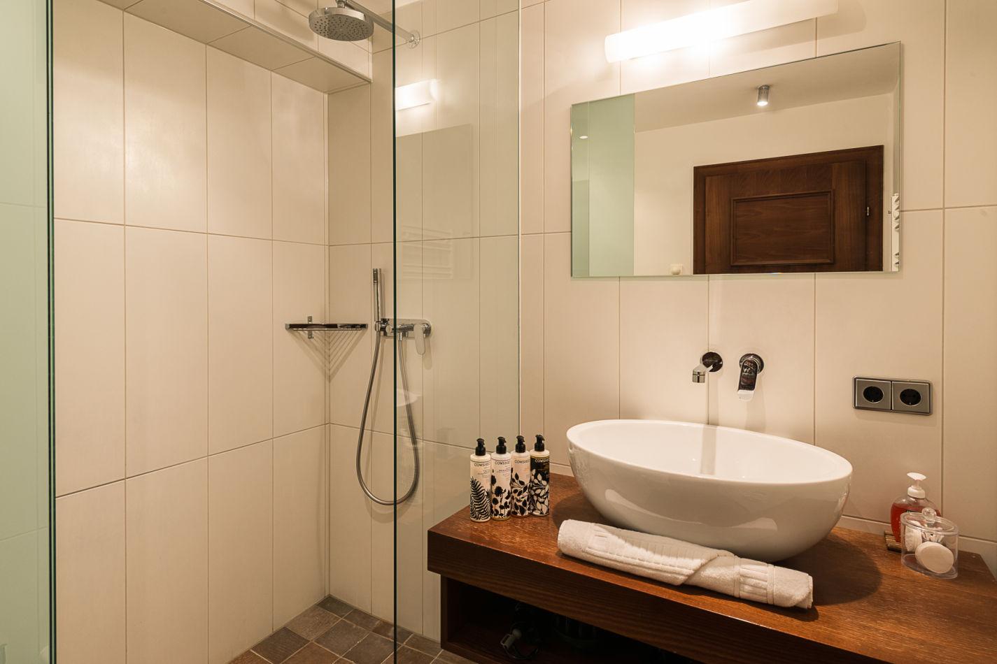 bathroom_1_web