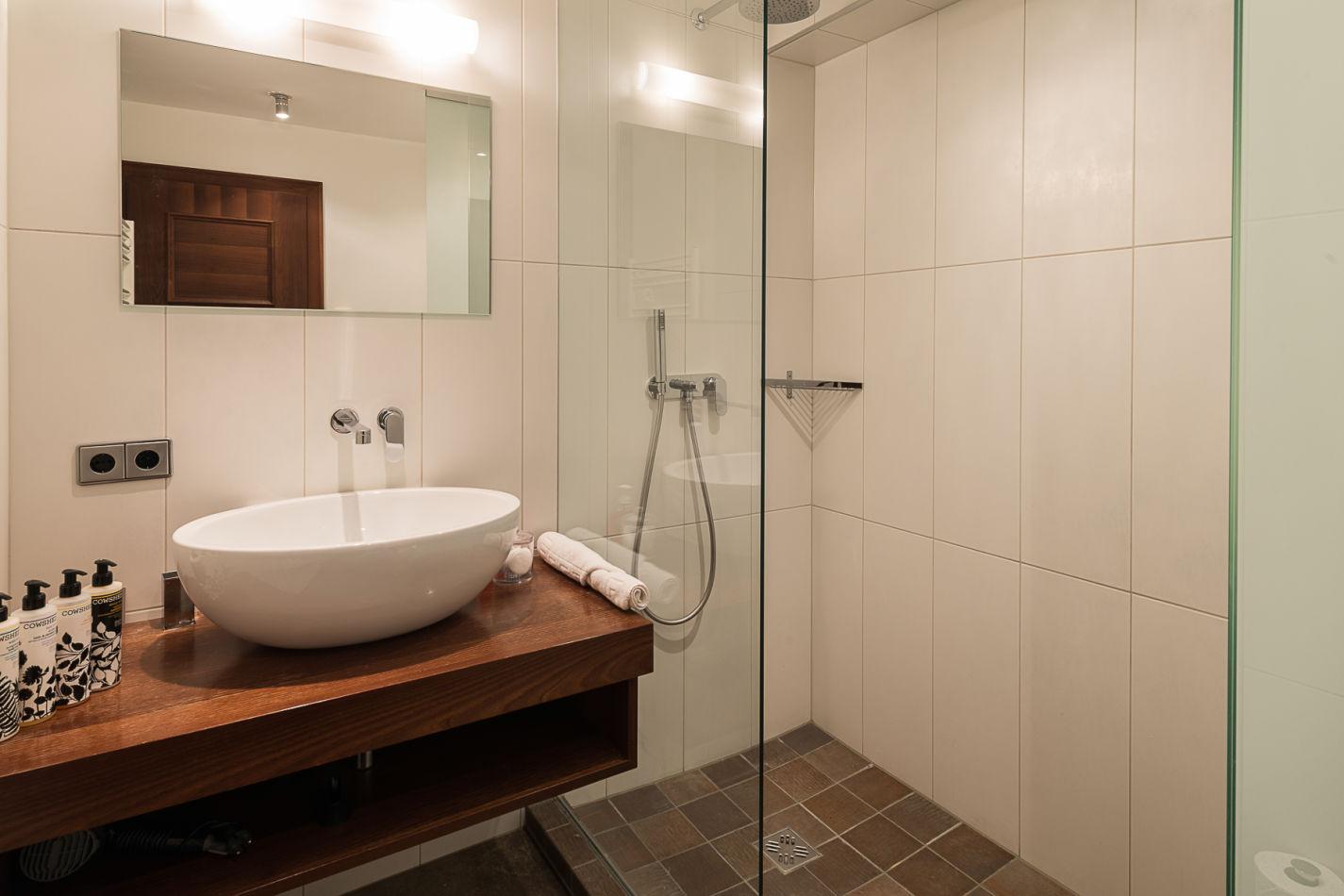 bathroom_2_web