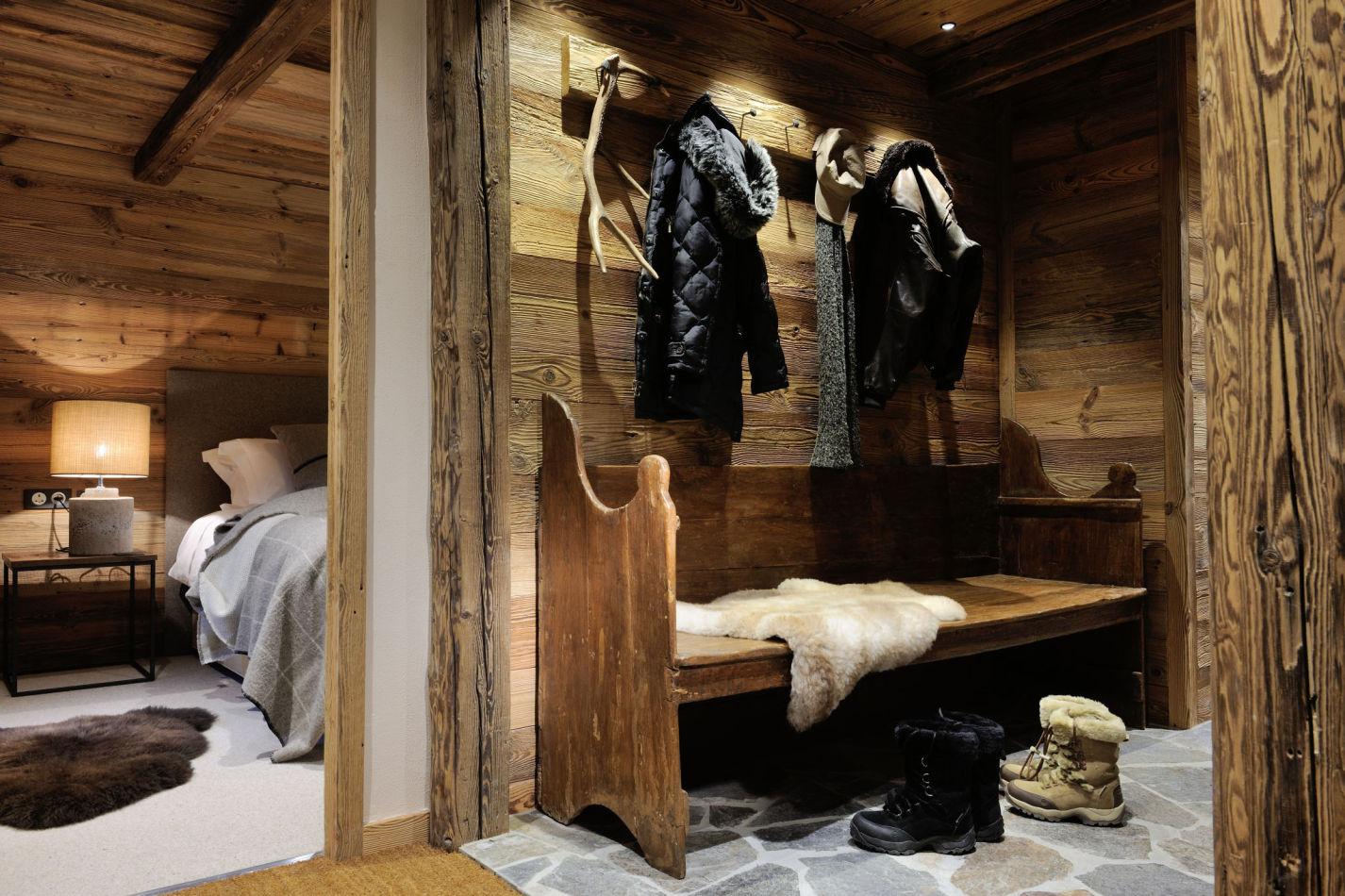 16-entrance-hall-detail-bedroom-3