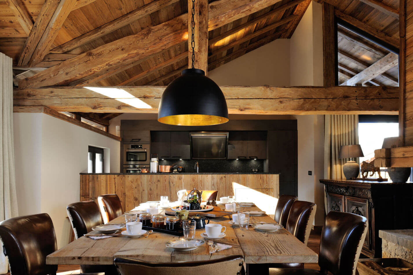 3-light-filled-dining-area