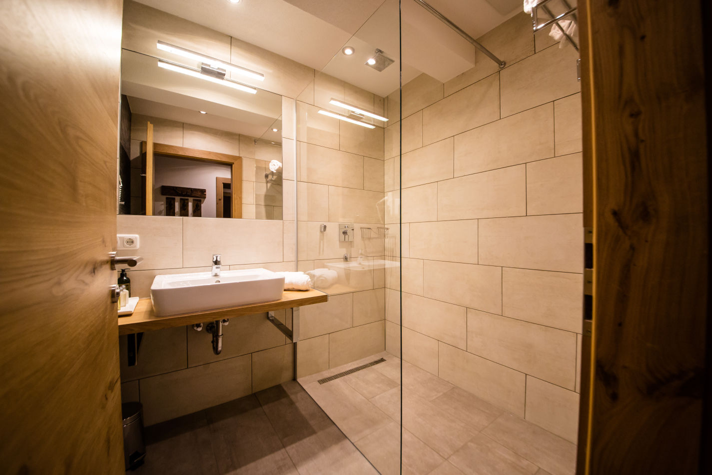 53-bathroom-image-3