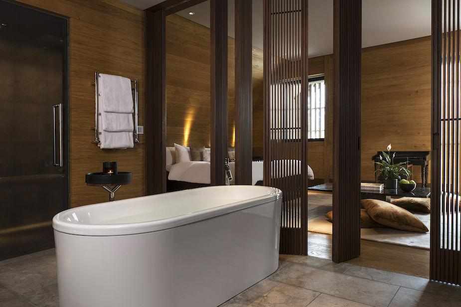 cam-room-deluxe-room-bathroom-02-3