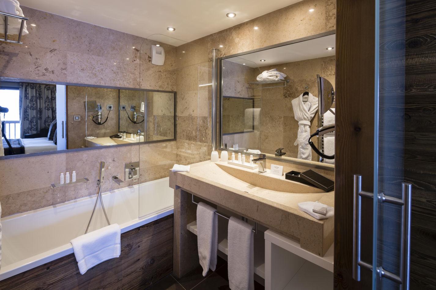 privivilege-room-bathroom