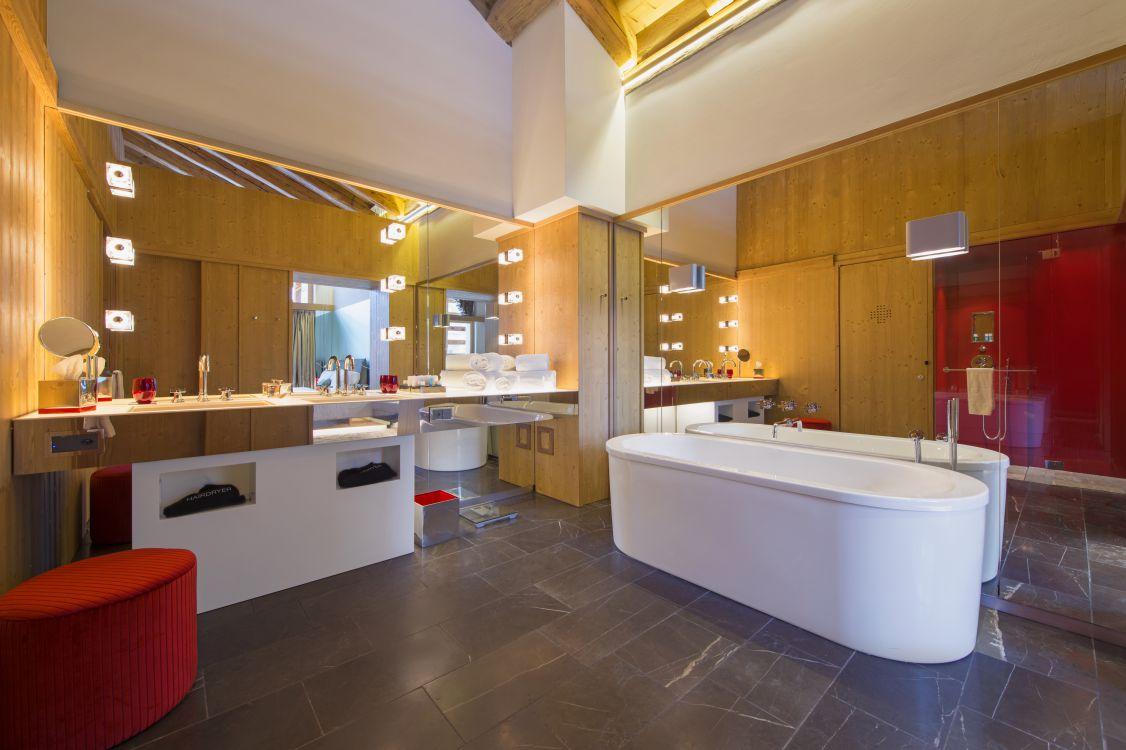 spectacular-suite-bathroom-1