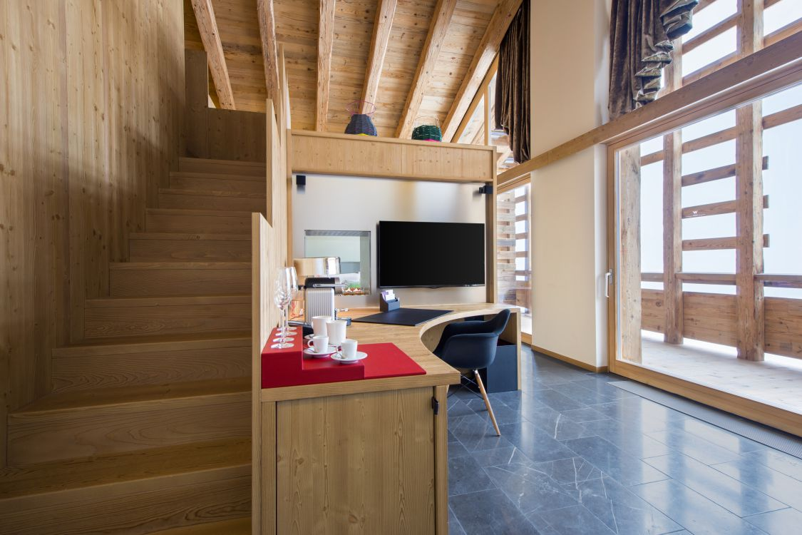 spectacular-suite-lounge-area-2