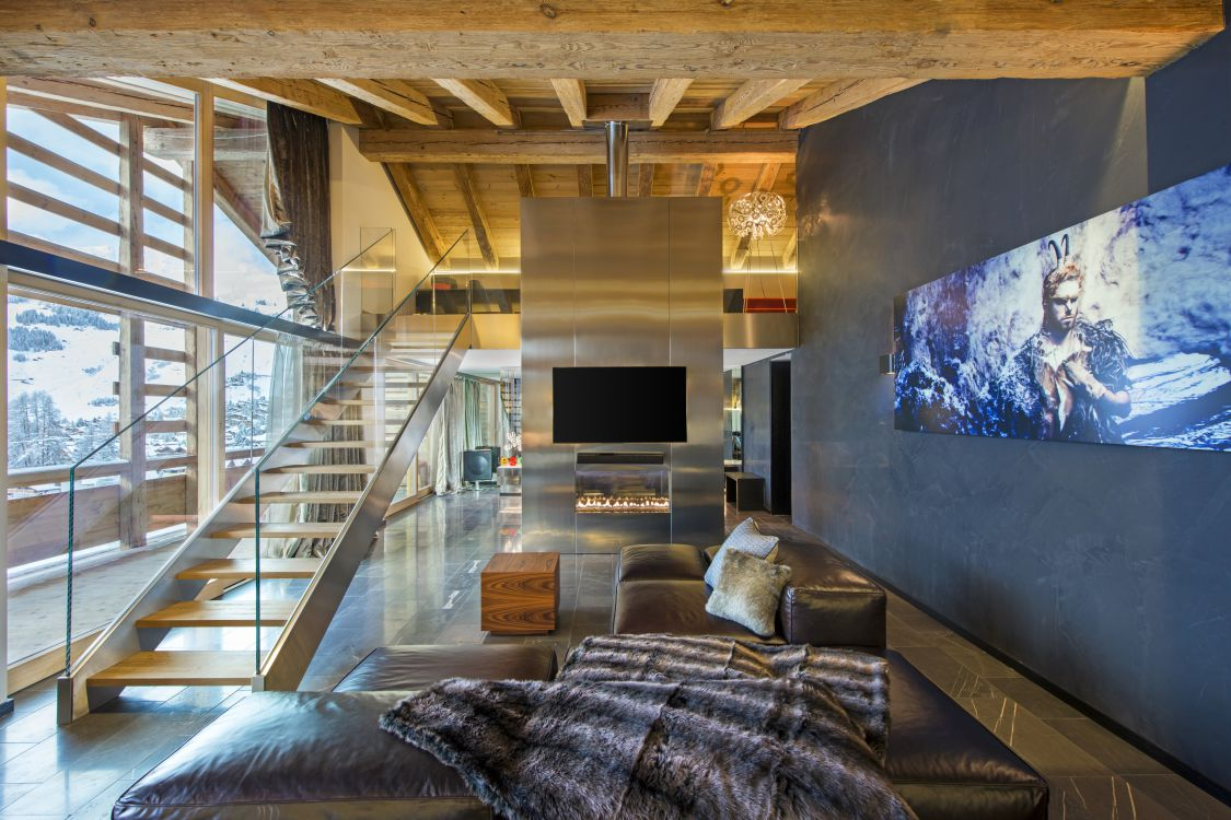 wow-suite-lounge-area-2