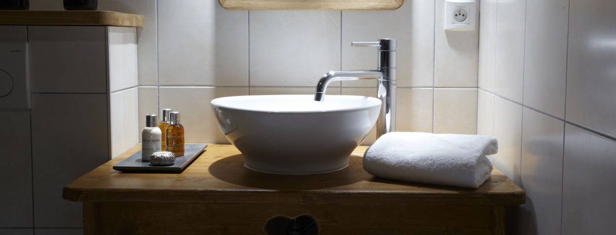 la-ferme-delise-bathroom