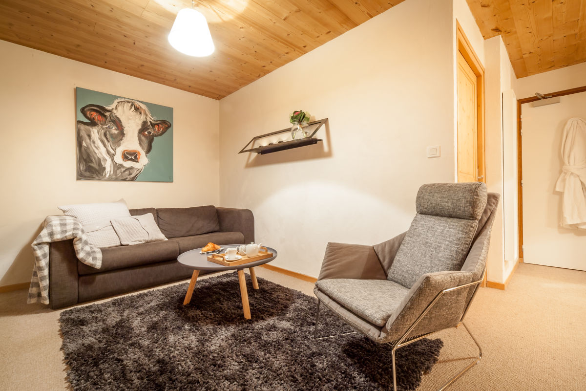 la-ferme-delise-suite-sitting-area