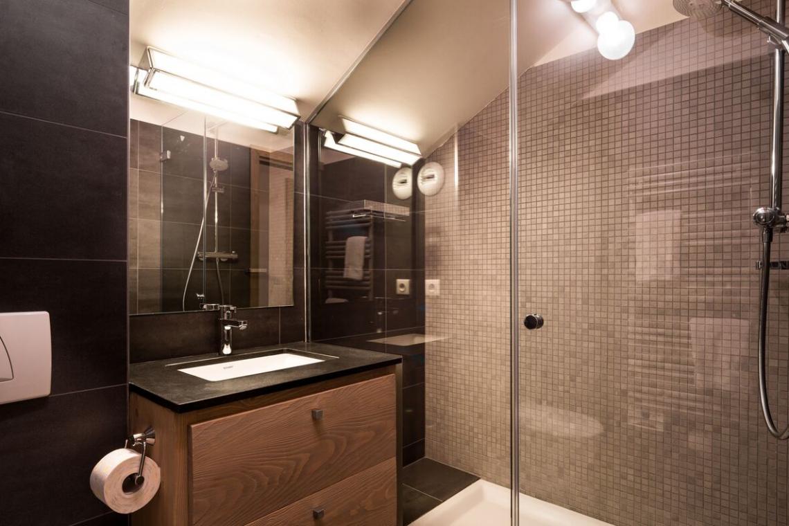 bathroom-1140x760