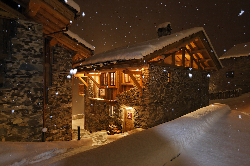chalet-merlo-at-night-4
