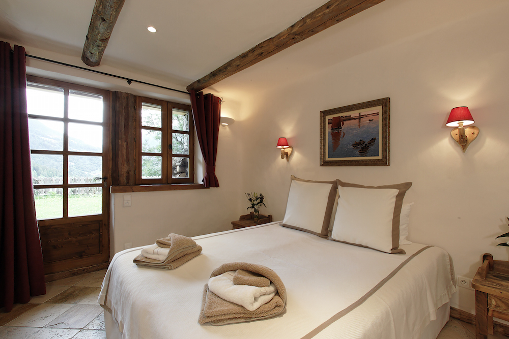 double-bedroom-at-chalet-merlo-2