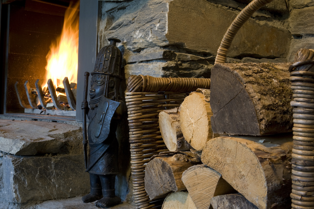 log-fire-at-chalet-merlo