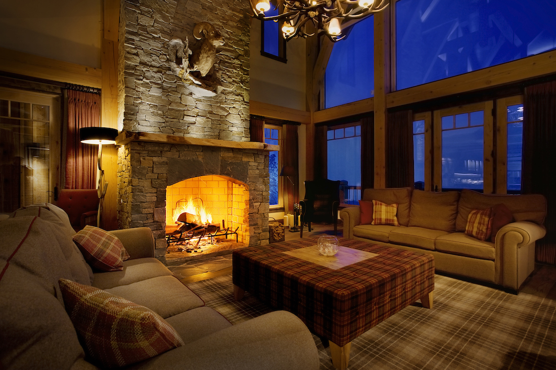 living_room_night_fireplace