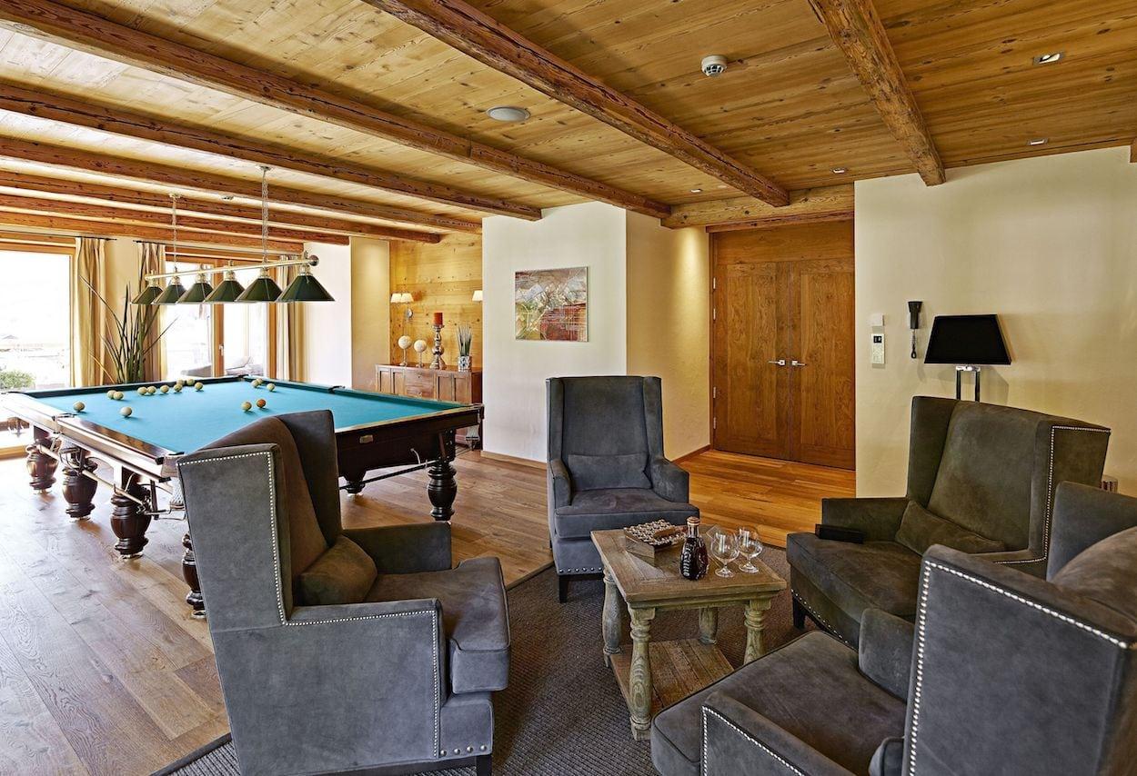 fireplace-lounge