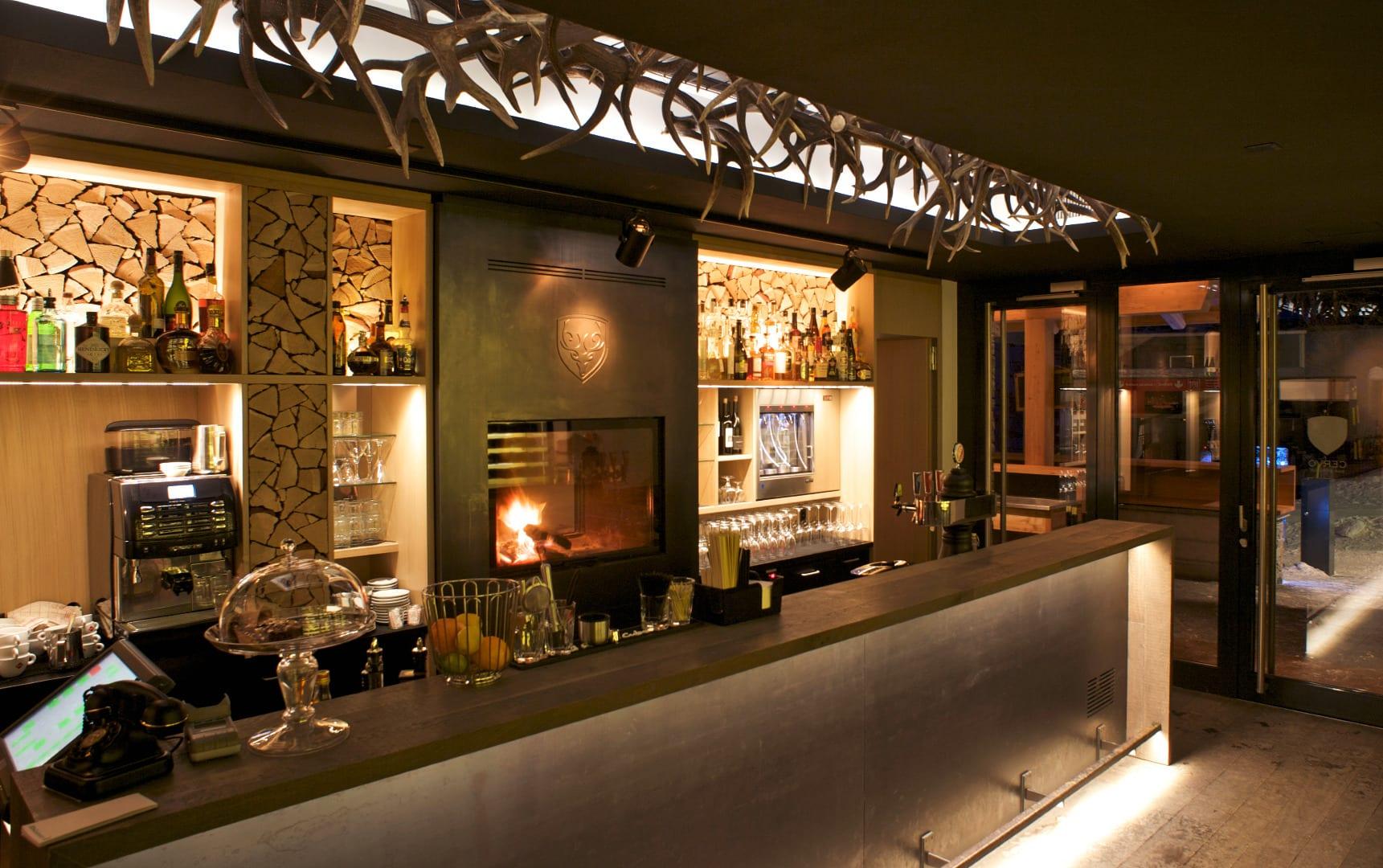 cervohotel-bar2