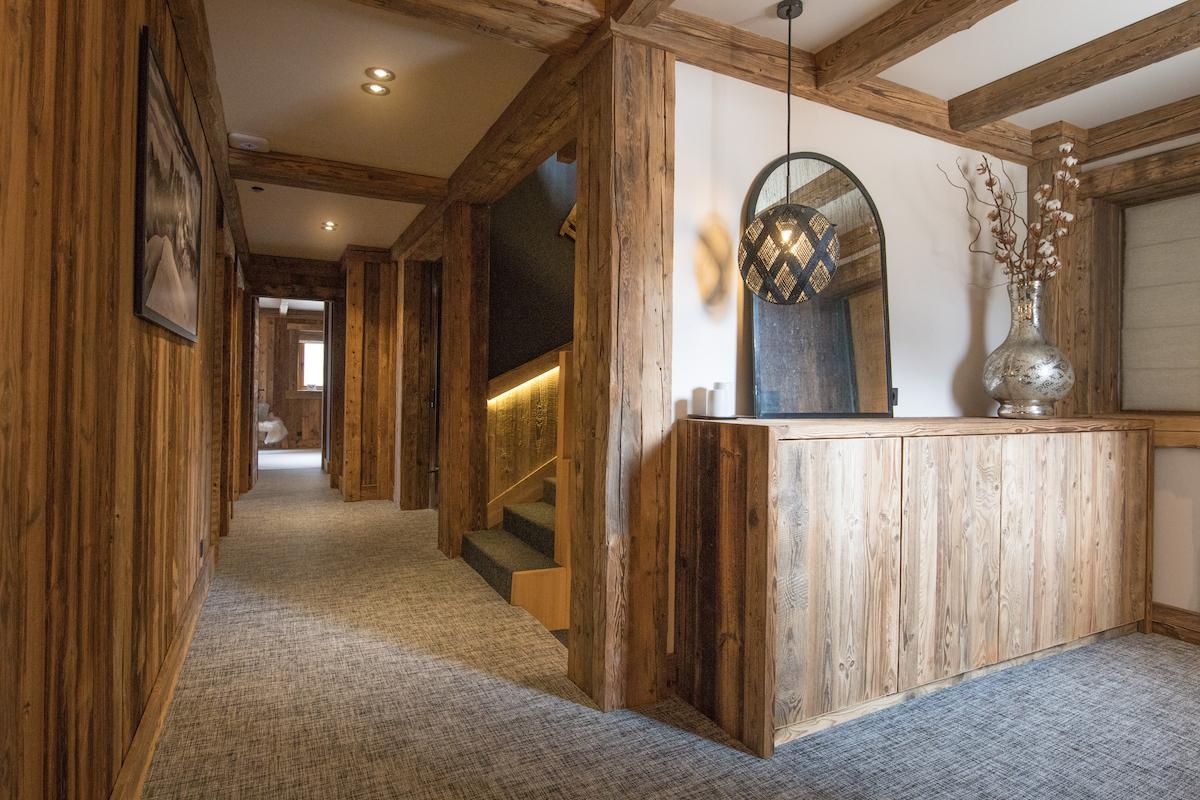 18-corridor-bedroom-level