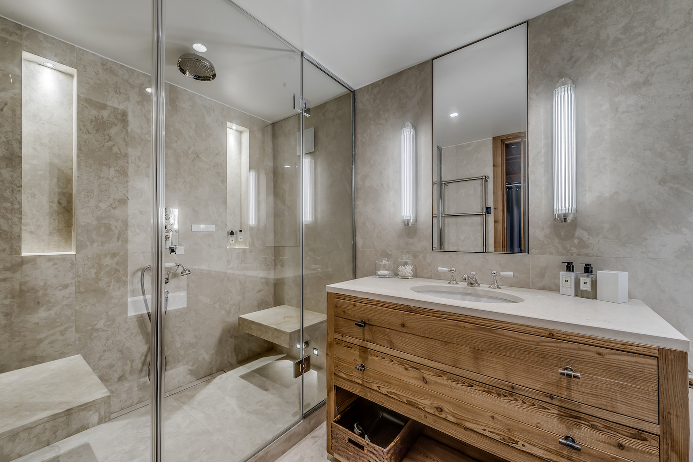 petit-chamois-bedroom-1-bathroom