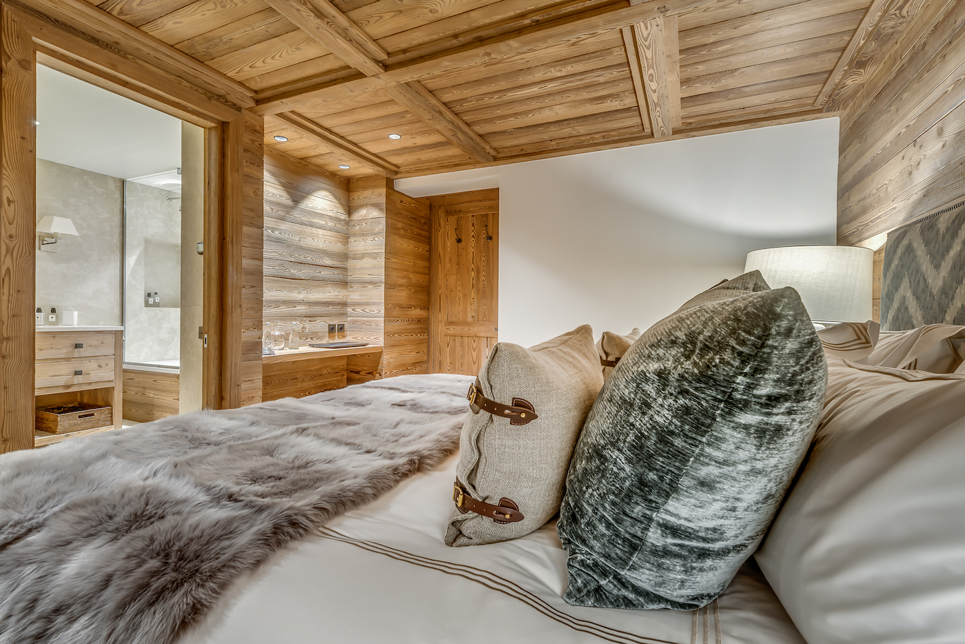 petit-chamois-bedroom-3a