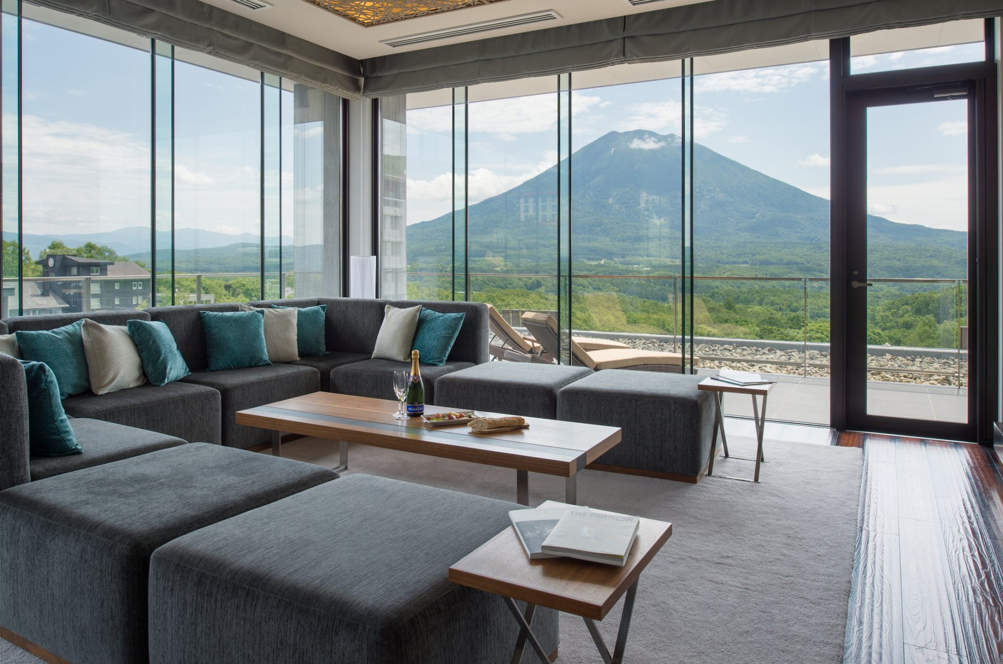 aya-niseko-penthouse-a-summer-4