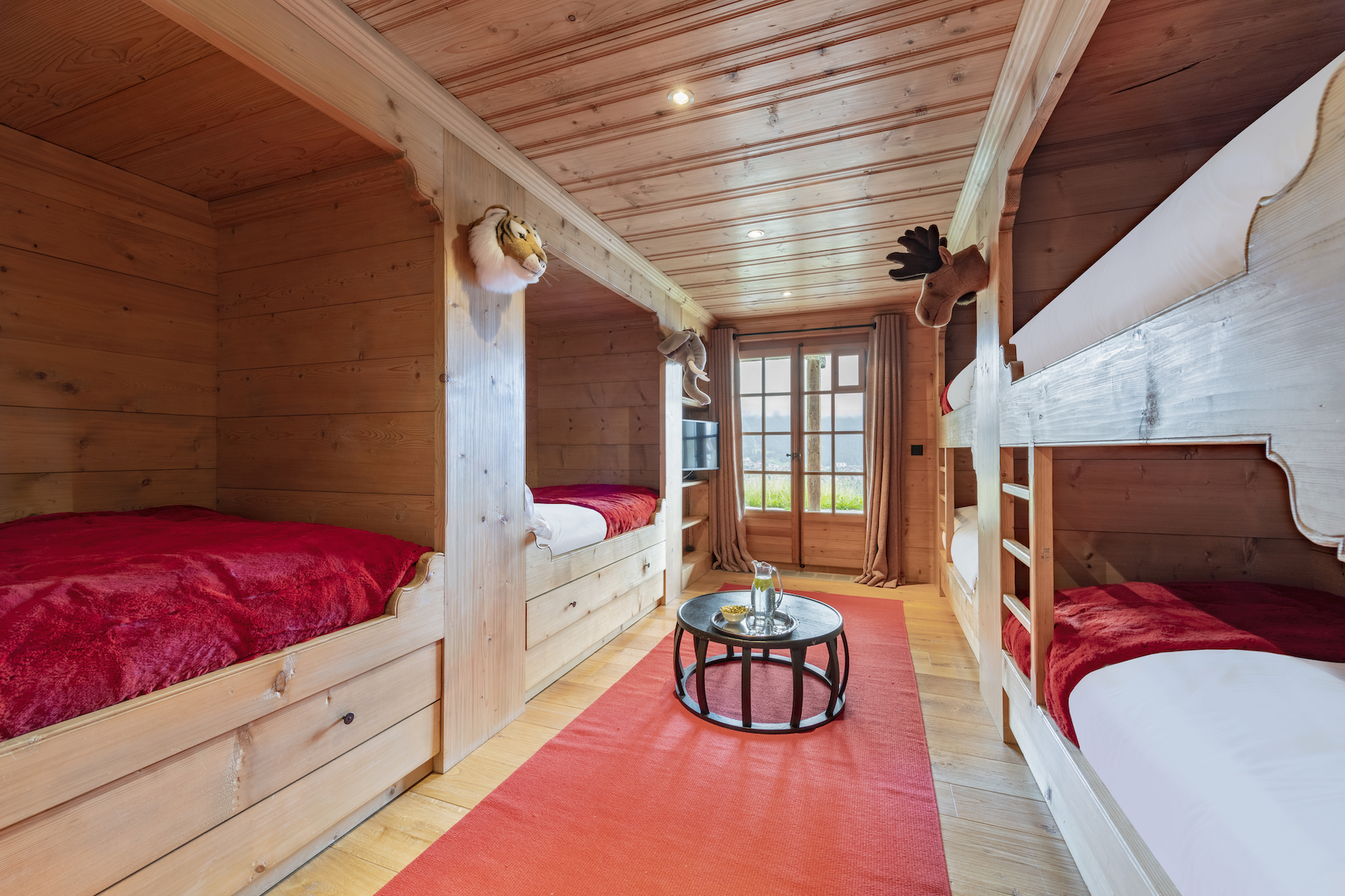 Chalet Le Tigre kids bedroom with double bunk beds