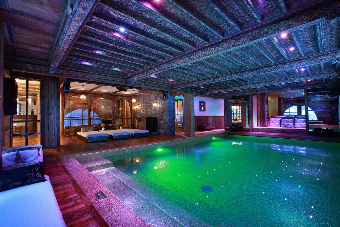 Chalet Marco Polo swimming pool area with mood lighting